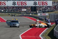 Adrian Sutil, Sahara Force India VJM06 choca y queda fuera de la carrera