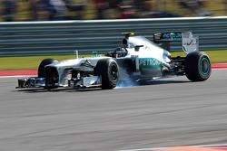 Lewis Hamilton, Mercedes AMG F1 W04 se bloquea en la frenada