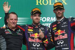 O pódio, Red Bull Racing e segundo colocado Mark Webber, Red Bull Racing
