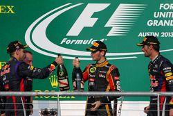O pódio, Red Bull Racing com segundo colocado Romain Grosjean, Lotus F1 Team e terceiro colocado Mar