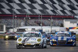 #22 Alex Job Racing Porsche GT America: Cooper MacNeil, Leh Keen, Louis-Philippe Dumoulin, #46 Fall-