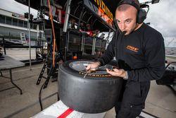 Un mécanicien NGT Motorsport