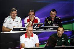 Ross Brawn, Mercedes AMG F1 ; Stefano Domenicali, Ferrari ; Eric Boullier, Lotus F1 Team ; John Booth, Marussia F1 Team ; Cyril Abiteboul, Caterham F1 Team