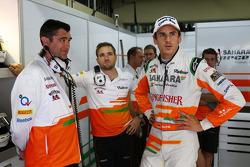 Bradley Joyce, engenheiro da Sahara Force India F1, com Adrian Sutil