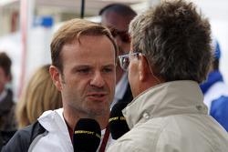 (Soldan-Sağa): Rubens Barrichello, ve Eddie Jordan, BBC TV sunucusu