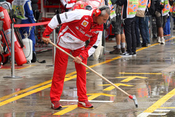 Ferrari mechanic sweeps rain water from the pit box. - www.xpbimages.com, EMail: requests@xpbimages.com - copy of publication required for printed pictures. Every used picture is fee-liable. © Copyright: Photo4 / XPB Images