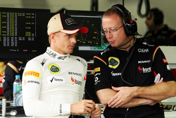 (L to R): Heikki Kovalainen, Lotus F1 Team with Mark Slade, Lotus F1 Team Race Engineer. - www.xpbim
