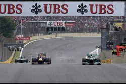 Mark Webber, Red Bull Racing y Nico Rosberg, Mercedes GP