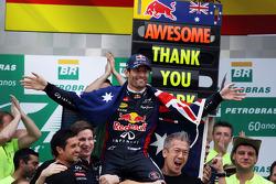 Mark Webber, Red Bull Racing con todo el equipo
