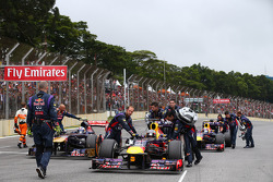 Sebastian Vettel, Red Bull Racing being pushed to his grid position