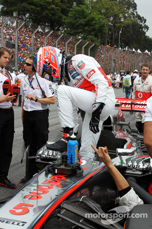 Jenson Button, McLaren MP4-28 no grid