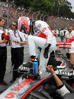 Jenson Button, McLaren MP4-28 on the grid