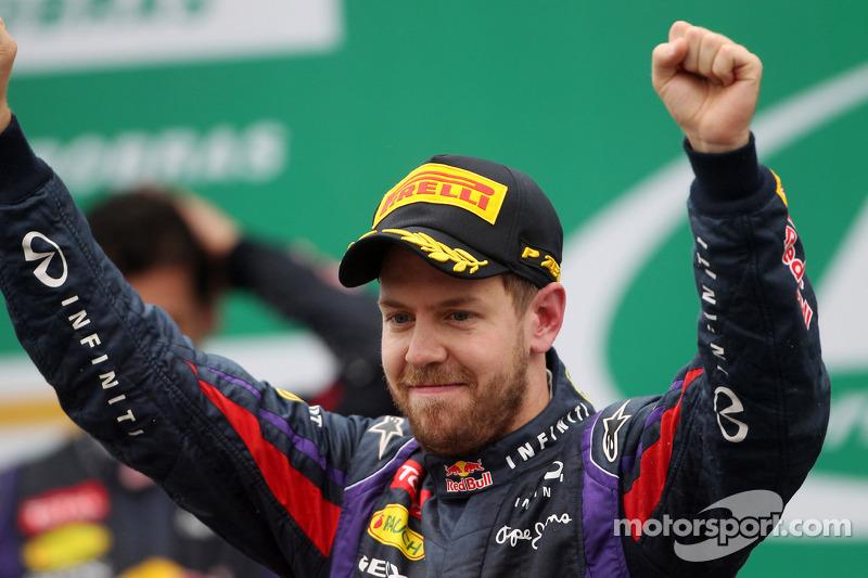 """2013 - Sebastian Vettel, Red Bull (<a href=""""http://fr.motorsport.com/f1/photos/main-gallery/?r=17992"""">Galerie</a>)"""
