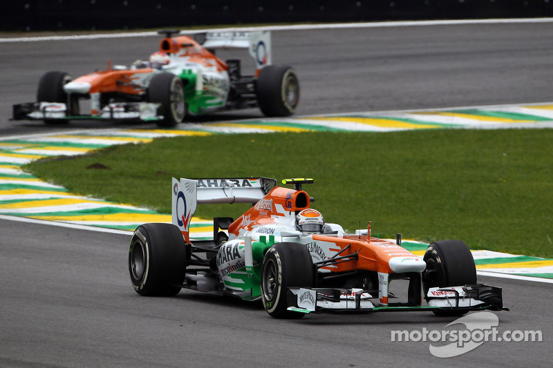 Adrian Sutil, Sahara Force India VJM06 voor teamgenoot Paul di Resta, Sahara Force India VJM06