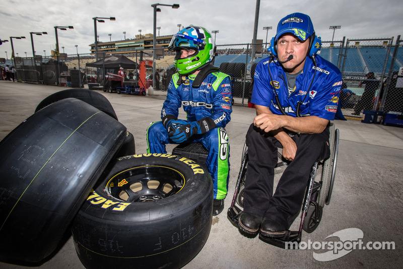 Casey Mears, Germain Racing de Ford, com o chefe da equipe Bootie Barker