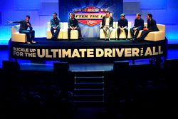 Matt Kenseth, Greg Biffle, Kyle Busch, Jeff Gordon, Dale Earnhardt Jr. et Joey Logano