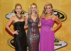 La Señorita Sprint Cup Brooke Werner, Kim Coon y Jaclyn Roney llegan a la alfombra roja