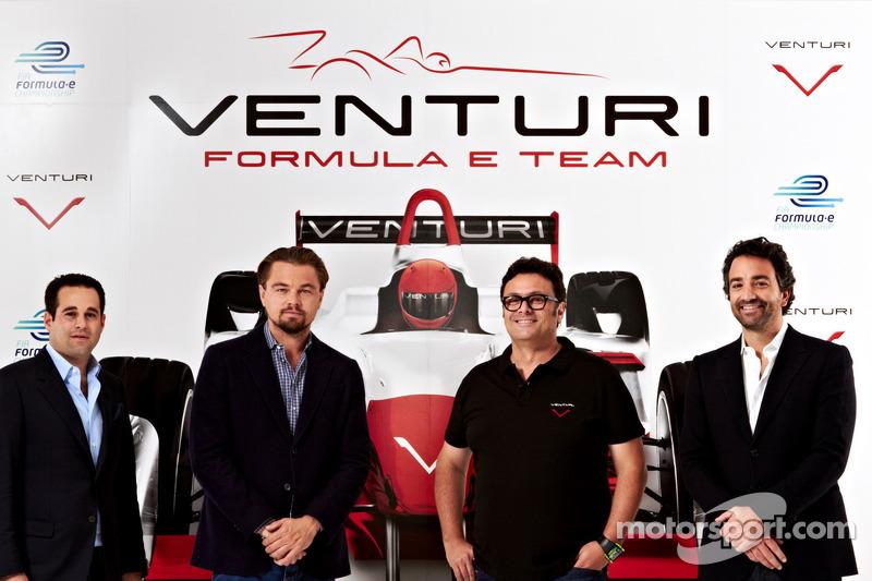 Acteur Leonardo DiCaprio en eigenaar Gildo Pastor bij de Venturi Racing launch