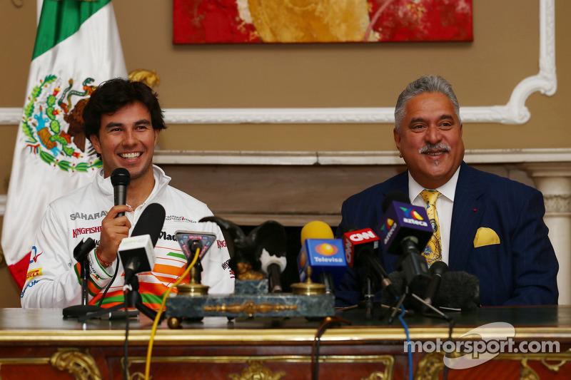 Sergio Pérez y Vijay Mallya dueño del equipo