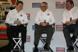 Ryan Briscoe, Mike Hull y Chip Ganassi