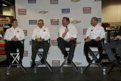Ryan Briscoe, Mike Hull, Chip Ganassi, Tony Kanaan