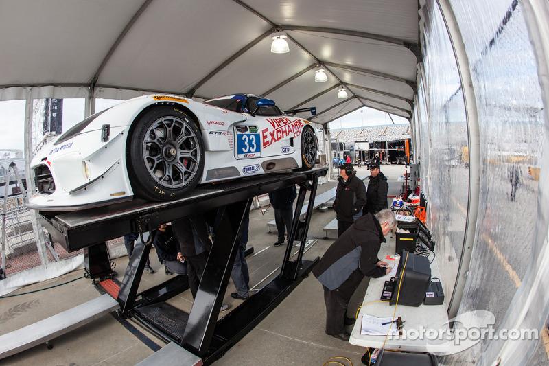 #33 Riley Motorsports SRT Viper GT3-R na inspeção técnica