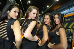 Güzel Monster kızları