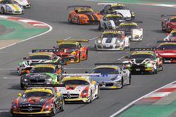 起步: #1 阿布扎比黑鹰车队,梅赛德斯 SLS AMG GT3: Khaled Al Qubaisi, Jeroen Bleekemolen, Bernd Schneider, Andreas Si