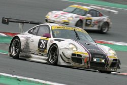 #20 Stadler Motorsport 保时捷 997 GT3 R: Mark Ineichen, 罗尔夫·伊奈兴, 克里斯蒂安·恩格尔哈特