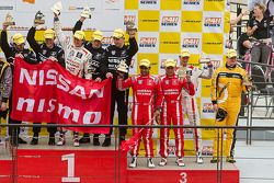 Lucas Ordonez, Ashley Oldfield, Tor Graves, James Moffat y Karun Chandhok en el podio