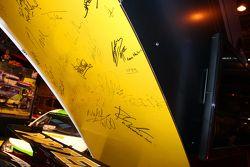 Fameuze handtekeningen op de Dunlop stand