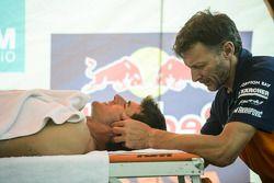 Marc Coma masaj yaptırıyor
