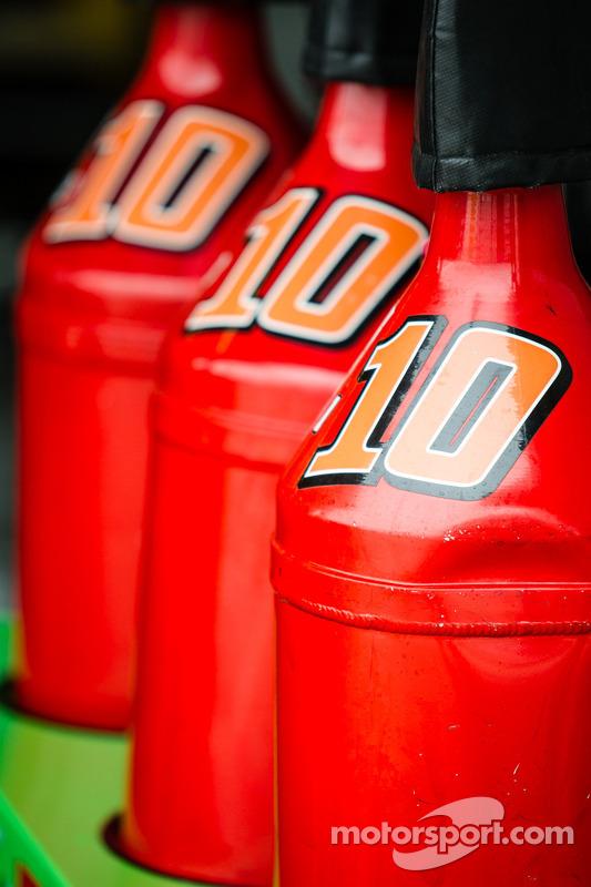 Danica Patrick için benzin bidonları, Stewart-Haas Racing Chevrolet