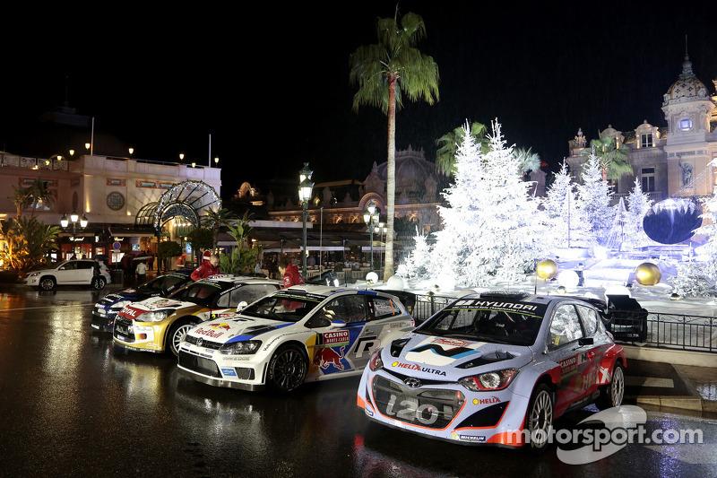 Foto grupal de los autos