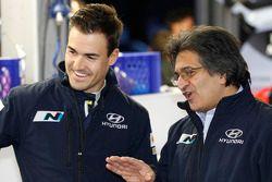 丹尼尔·索尔多与现代车队经理米歇尔·南丹