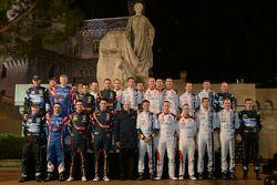 Foto grupal de pilotos y co-pilotos