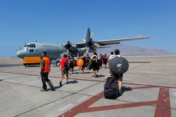 Mídia e pessoal da equipe são transferidos de avião