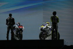 Валентино Росси и Хорхе Лорнецо. Презентация Yamaha MotoGP YZR-M1, особое событие.