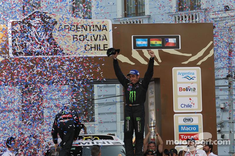 ¡Cómo olvidar aquella tarde de enero de 2014 en Valparaíso (Chile)! Nani Roma se convirtió en el tercer único piloto en haber ganado el rally más duro del mundo en coche y en moto, tras Hubert Auriol y Stéphane Peterhansel.