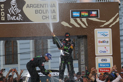汽车组冠军:驾驶304号迷你赛车的纳尼·罗马,米歇尔·佩林