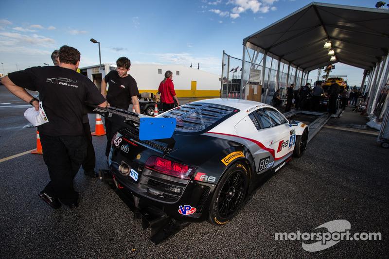 #48 Paul Miller Racing 奥迪 R8 LMS 在技术检查中