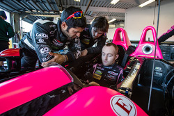 Colocação de cinto em OAK Racing: Olivier Pla e Gustavo Yacaman