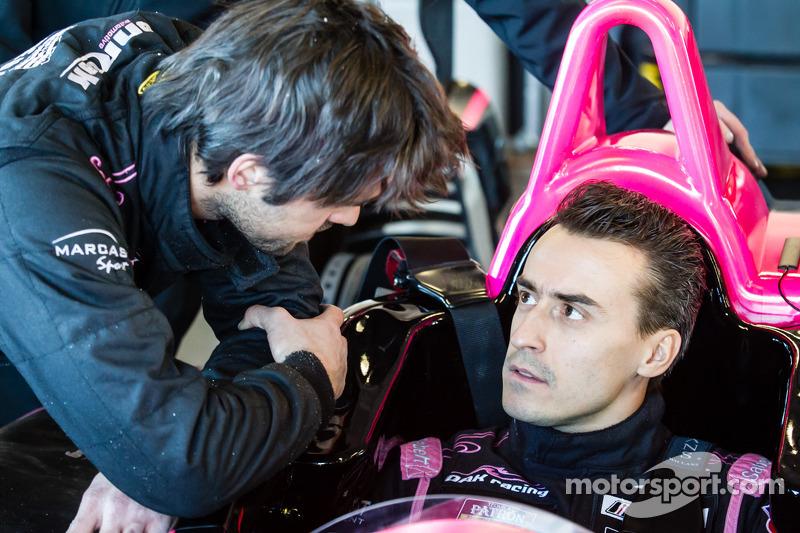 Colocação de cinto em OAK Racing: Roman Rusinov