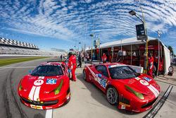 #64 Scuderia Corsa Ferrari 458 Italia: Rod Randall, John Farano, Ken Wilden, David Empringham ; #63
