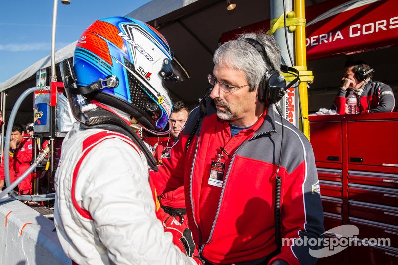 Toni Vilander celebra depois de pole provisória