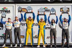 GS podium: racewinnaars Bill Auberlen en Paul Dalla Lana, tweede plaats Shelby Blackstock en Ashley