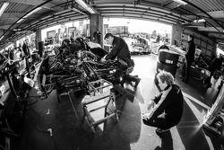 Membres du OAK Racing au travail
