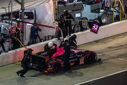 Pit stop per # 42 OAK Racing Morgan Nissan: Olivier Pla, Roman Rusinov, Gustavo Yacaman, Oliver Webb
