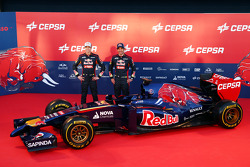 Daniil Kvyat und Jean-Eric Vergne enthüllen den Scuderia Toro Rosso STR9