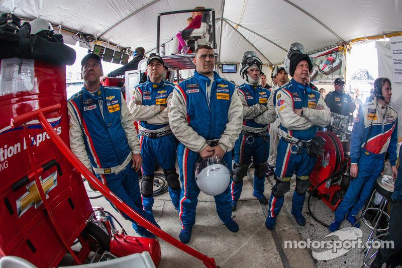 Yarış gerginliğini sonu: Action Express Racing takım üyeleri yarışın son dakikalarında yaşanan olayı